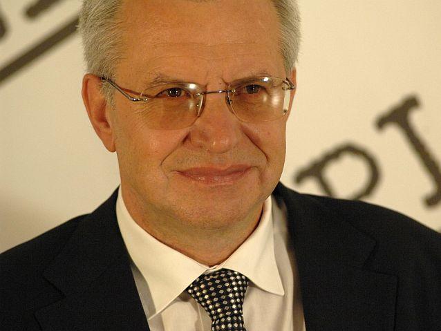 Uśmiechnięty Krzysztof Michałkiewicz
