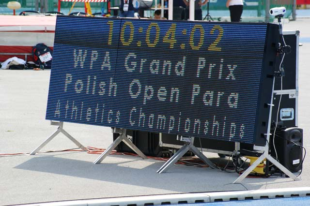 na tablicy napis WPA Grand Prix Polish Open Para Athletics Championships