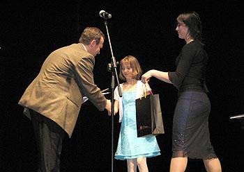 zdjęcie: wręczenie nagrody