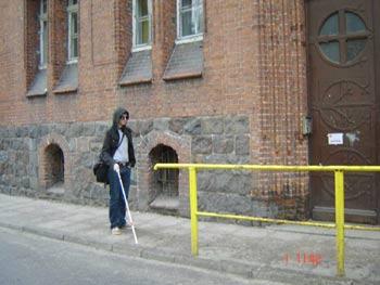 Dla jednych balustrada zapewnia bezpieczeństwo - dla innych może stać się niebezpieczna – przekonał się o tym stud. Tomasz Krzempek
