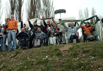 Niepełnosprawni kibice nie mogą się dostać na stadion