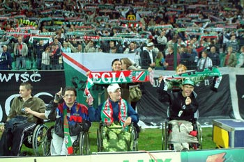 zdjęcie: niepełnosprawni fani Legii na meczu