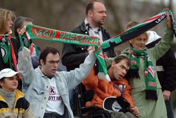 Niepełnosprawni kibice Legii na meczu