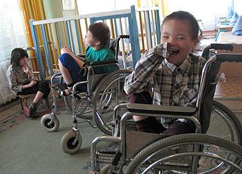 zdjęcie: niepełnosprawne dzieci z domu dziecka