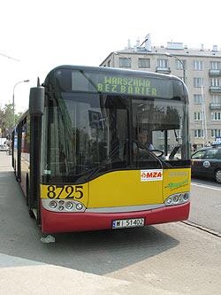 zdjęcie: autobus linii Warszawa bez barier
