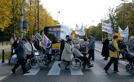 Zdjęcie protestu rodziców dzieci z niepełnosprawnością
