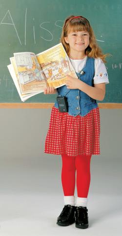 Na zdjęciu: Uczennica z książką
