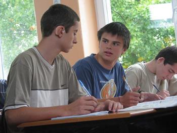 Na zdjęciu: Uczniowie w trakcie lekcji